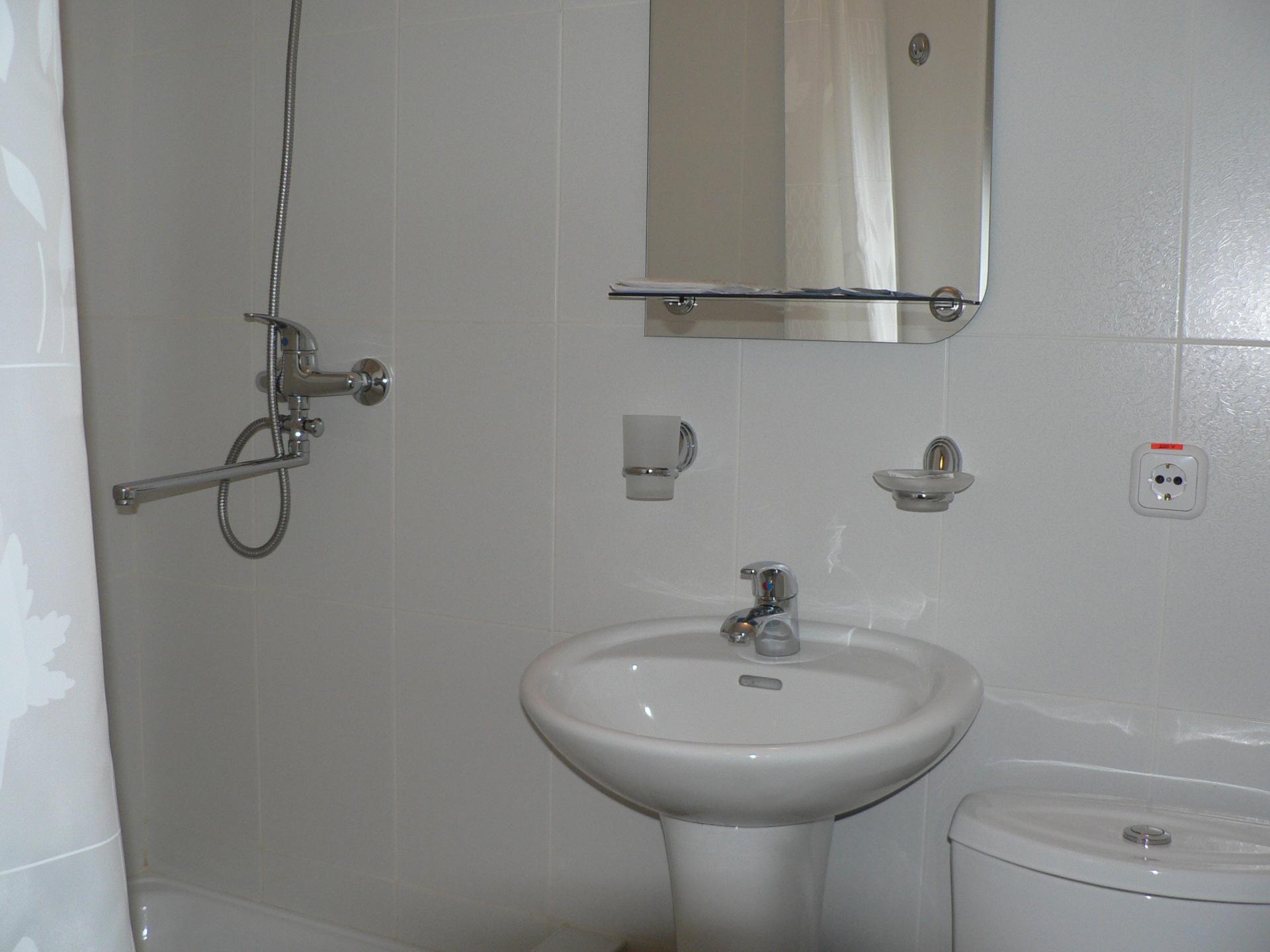 С телефоном в ванной 8 фотография